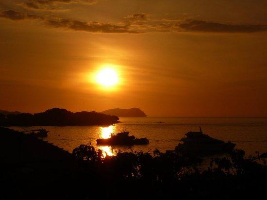 Le Meridien Kota Kinabalu : Sunset over the South China Sea