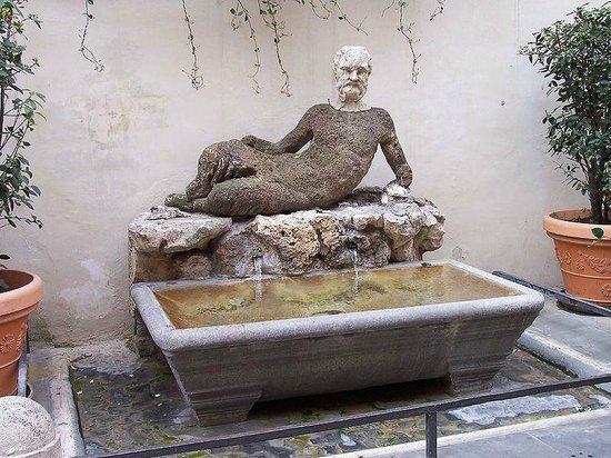 Romeo al Babuino: la statua del Babuino che dà il nome alla via