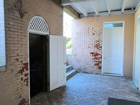 Bellamy Mansion : entrance to coal bin