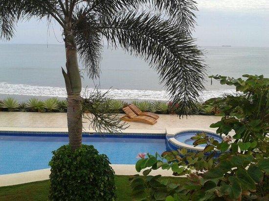 Hotel Boutique Playa Canela Salinas: Musica de fondo en el area de piscina. Queda excelente.