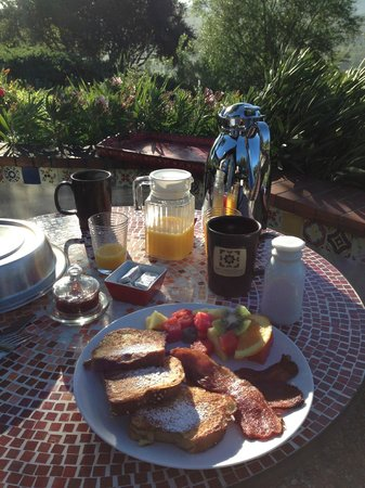 The Casitas of Arroyo Grande: Breakfast, Wonderful!!