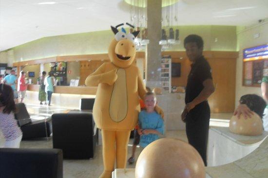 Golden Taurus Park Resort: Liam with Animation Team (Golden)