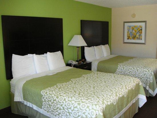 Days Inn Calvert City: Room with 2 Queen Beds