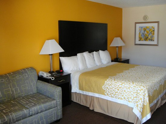 Days Inn Calvert City: Room with 1 King Bed