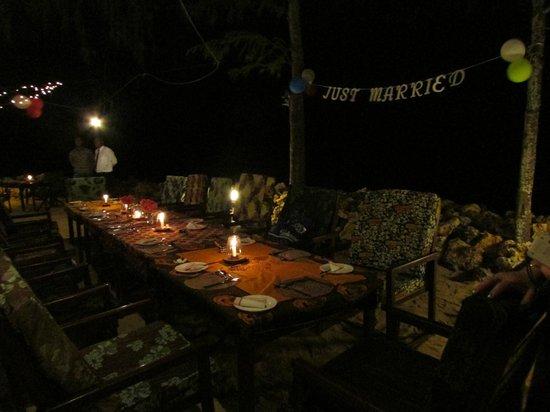 Flame Tree Cottages Restaurant : Reception Dinner setup