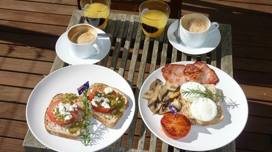 Tuck Inn Yarra Valley: Wonderful brekky on terrace