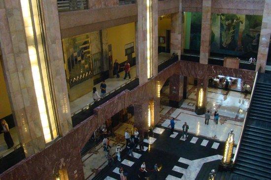 Palacio de Bellas Artes: Vão central, parte de trás da entrada.