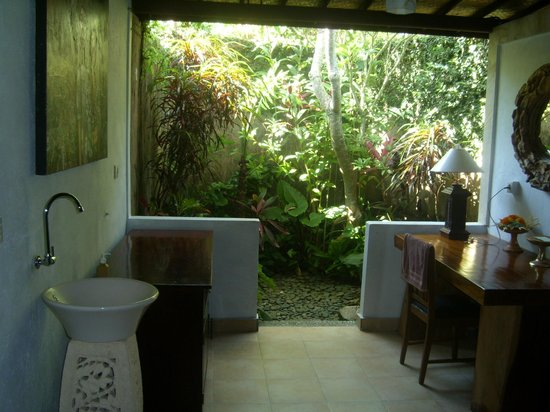 Bali Spirit Hotel and Spa: Open bathroom