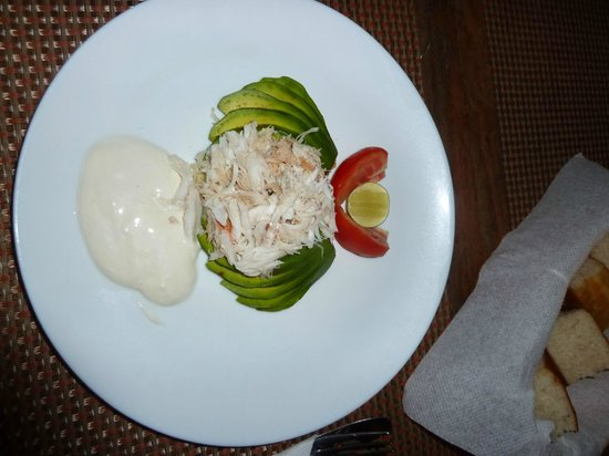 Mawimbi Lodge : crab and avocado in restaurant
