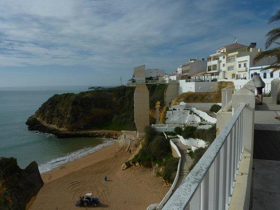 Rocamar Exclusive Hotel & Spa: Treppe und Lift zum Strand