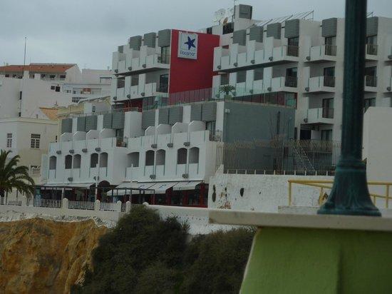 Rocamar Exclusive Hotel & Spa: Hotel von Strandseite gesehen