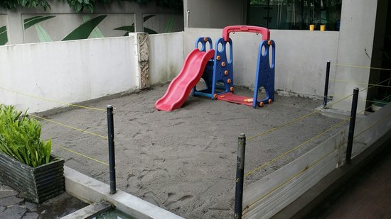 Banana Inn Hotel & Spa : Dirty small children playground located beside the gym.