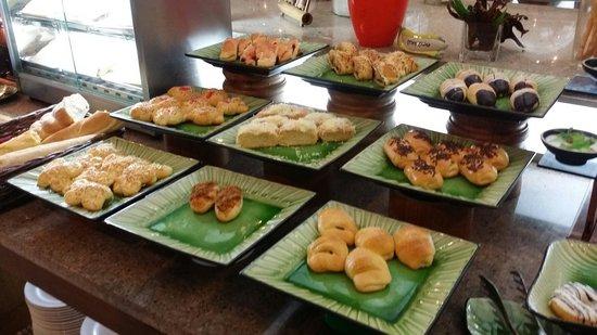 Banana Inn Hotel & Spa: Nice spread of breakfast.