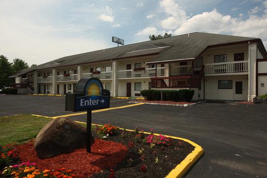 Days Inn Queensbury / Lake George: Motel Photo