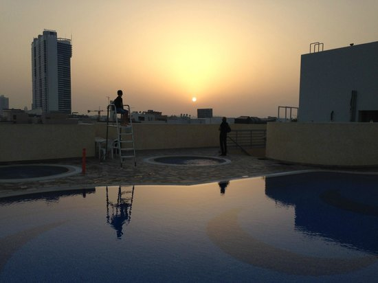 Akas-Inn Hotel Apartment : Solnedgång vid poolen