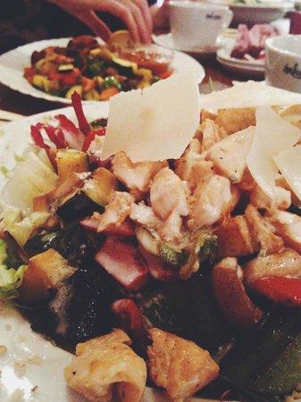 Astoria City Cuisine: The salads are delicious!