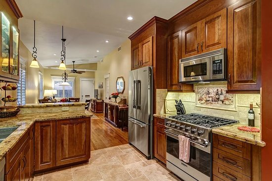 Hillcrest House Bed & Breakfast: A Chef's Kitchen at the Bungalow is great for hosting dinner Parties