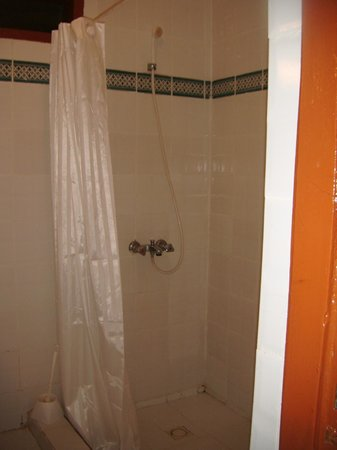Hotel Palm Beach: The shower was large with plenty of hot water