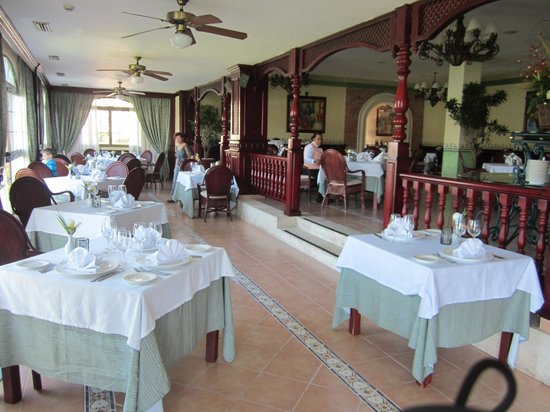 Grand Bahia Principe Cayacoa: Main dining area, amazing view and amazing food.
