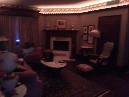 Hotel Pattee : sitting room tons of space to spread out and work or relax