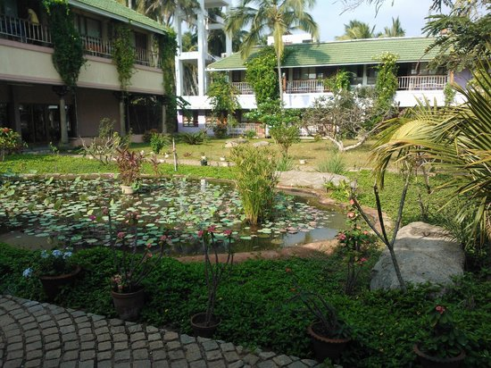 Nalla Eco Beach Resort: Walkway