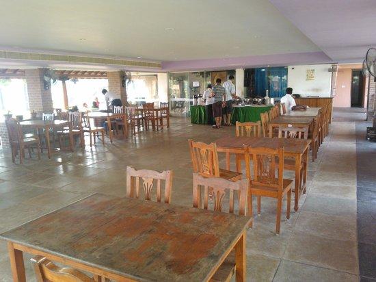 Nalla Eco Beach Resort: dinning area