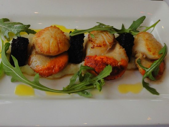 The Pierhouse Hotel: Scallop with black pudding and cauliflower puree starter