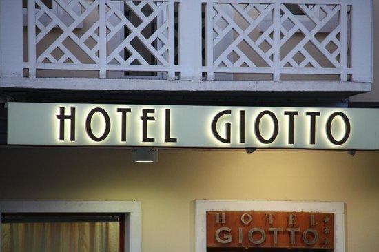 Hotel Giotto: Вход