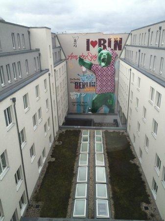 Tryp Berlin Mitte Hotel: двор отеля