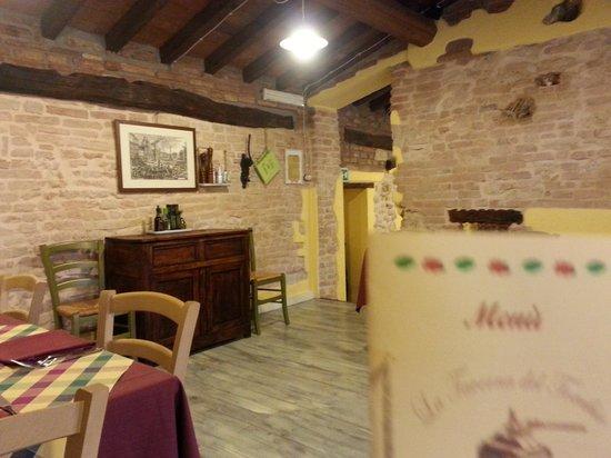 La Taverna Del Torchio: particolare sala