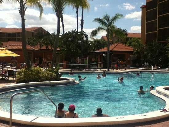 Westgate Lakes Resort & Spa : Main pool afternoon party