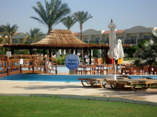 Hilton Sharks Bay Resort: Pool bar, new side
