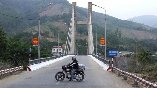 Vietnam Motorbike Tours - Day Trips: Vietnam side of the road to Laos