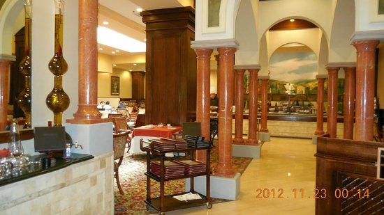 Crowne Plaza Santiago: Salón de desayuno y cena