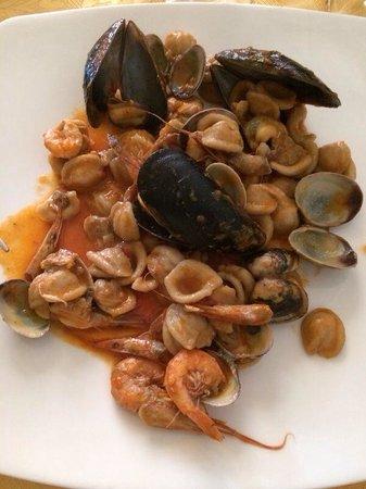 Trattoria Pizzeria Piazza Imbriani: Orecchiette ai frutti di mare