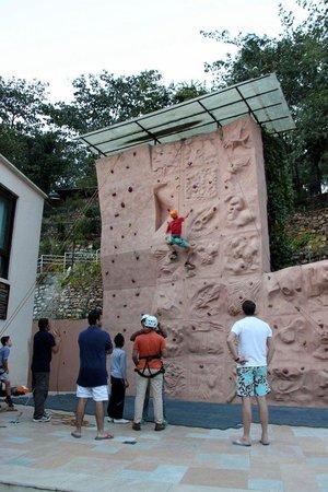 Atali : Wall Climbing