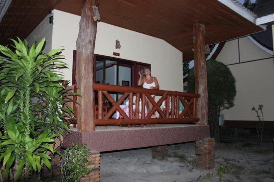 Phi Phi Villa Resort: room balconey