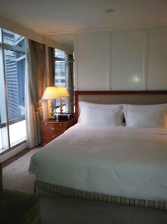 The Langham, Hong Kong: bedroom