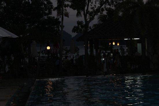 Phi Phi Villa Resort: beach bar