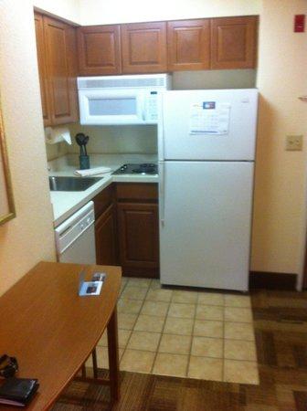 Sonesta ES Suites Columbia : Kitchen