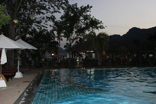 Phi Phi Villa Resort : swimming pool
