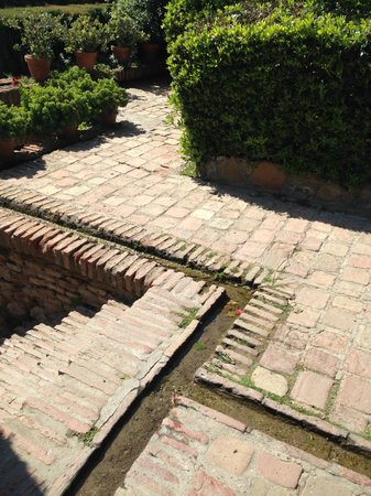 Alcazaba (fort) : Water feature