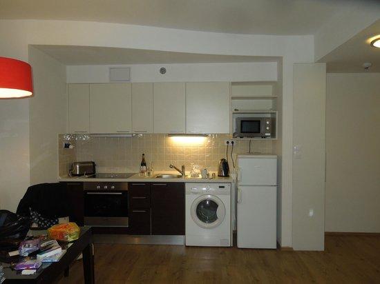 Fraser Residence Budapest: Kitchen/dining area