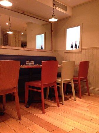 Bistro Burger Montorgueil : Salle assez sympa mais bruyante :-(