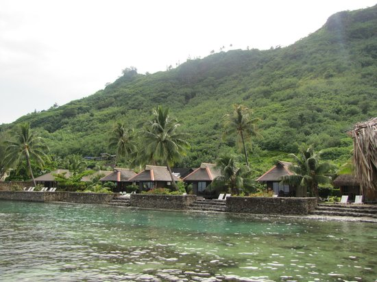Hotel Kaveka: Kaveka's Lagoona Bungalows as seen from the pier.