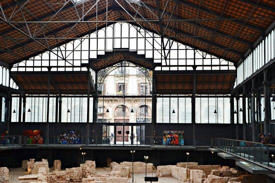 El Born: Interior del antiguo mercado y restos arqueológicos