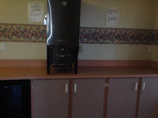 Rodeway Inn Clearwater: Coffee?