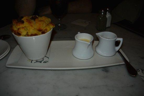 Raglan Road Irish Pub & Restaurant: Bread pudding