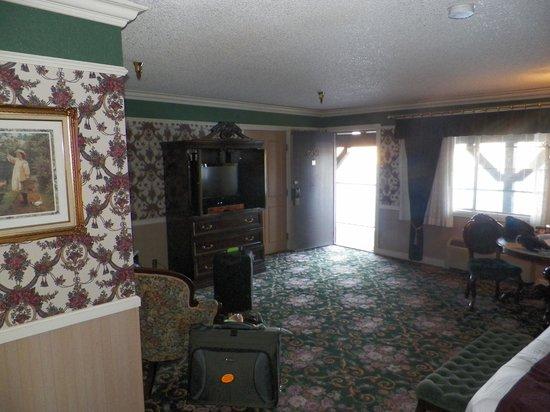 Pioneer Hotel & Gambling Hall : Room view king suite