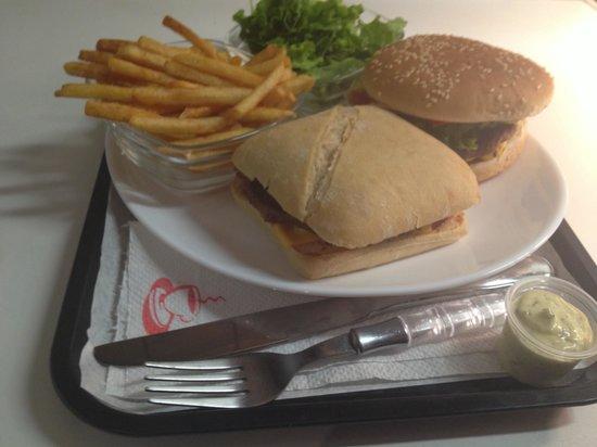 BURGER FOOD : Burger frite salade pour l'été. Seulement 7€50